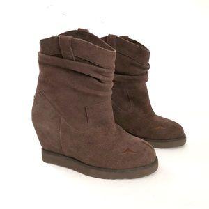 34971c91923 Women Australia Luxe Boots on Poshmark